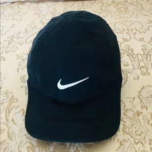 Nike Accessories - Nike Featherlight Dri-Fit Cap